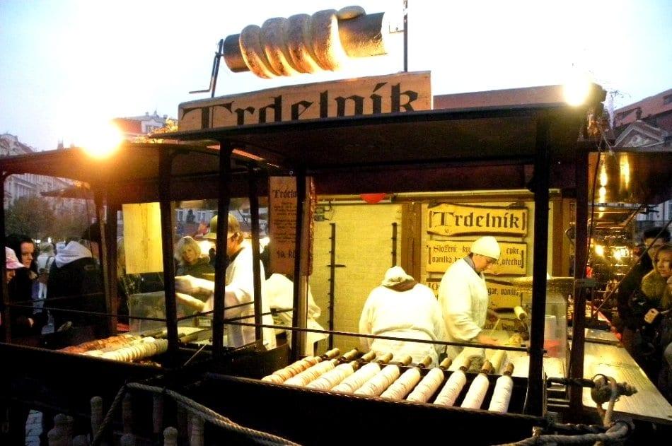Praga e le bancarelle con i prodotti tipici